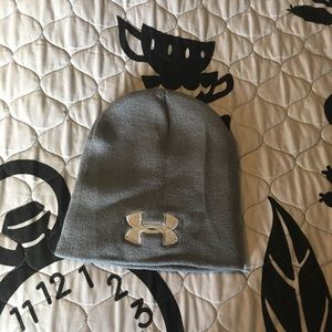 Under Armour Toboggan NWT. Grey/silver